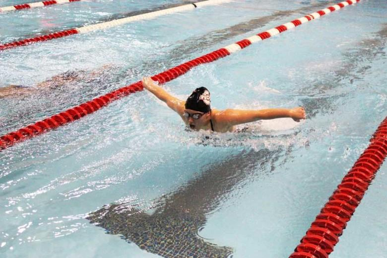 High school swimmers participate in new feeder team (photo)
