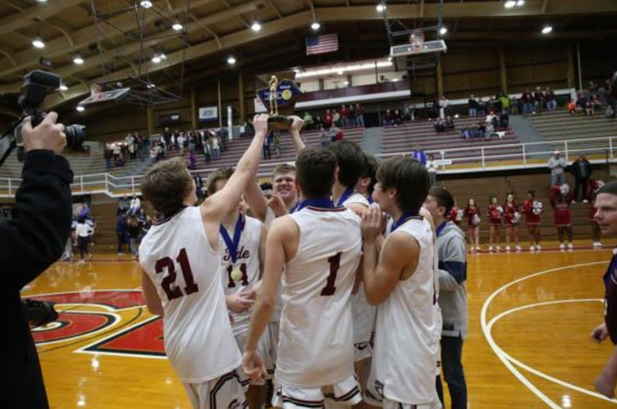 Pottsville+Boys+Basketball+players+hold+up+the+Schuylkill+League+Championship%0Atrophy+after+their+victory+over+Blue+Mountain+51-35+on+February+16%2C+2019.+The%0APottsville+Boys+Basketball+Program+has+won+multiple+Schuylkill+League+%0Achampionships%2C+District+championships%2C+and+has+made+appearances+in+states%0Athroughout+the+past+twelve+years.+%E2%80%9CWe+have+high+expectations+for+this+%0Aupcoming+season.+I+feel+like+this+team+could+produce+one+of+the+best+seasons+we%E2%80%99ve+%0Aever+had+as+a+program%2C%E2%80%9D+Senior+Mason+Barnes+said.